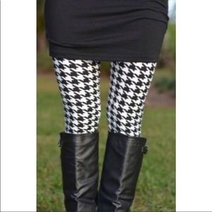 Pants - ⚠️ 2 LEFT🖤 Sexy AND Comfy Houndstooth Leggings 🖤